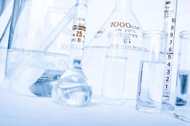 Verwendete Chemikalien müssen über Etiketten und Berichte ausgewiesen werden.